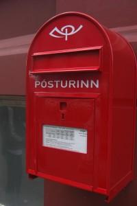Los buzones de correos (Posturinn) de Islandia son de color rojo. Foto de KIT_Nero.