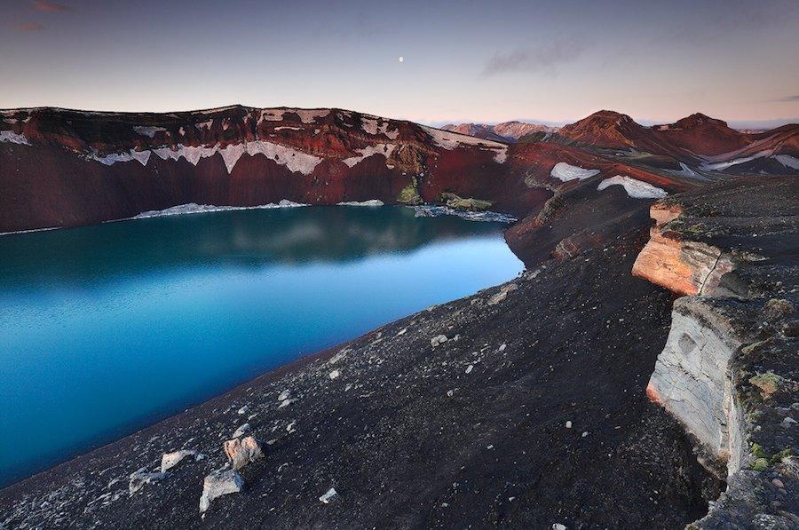 Lago de Ljótipollur en una bella foto de Orvaratli.