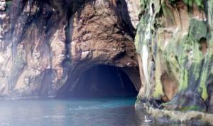 Cuevas de origen volcánica. Se pueden visitar con guías de las Vestmann.