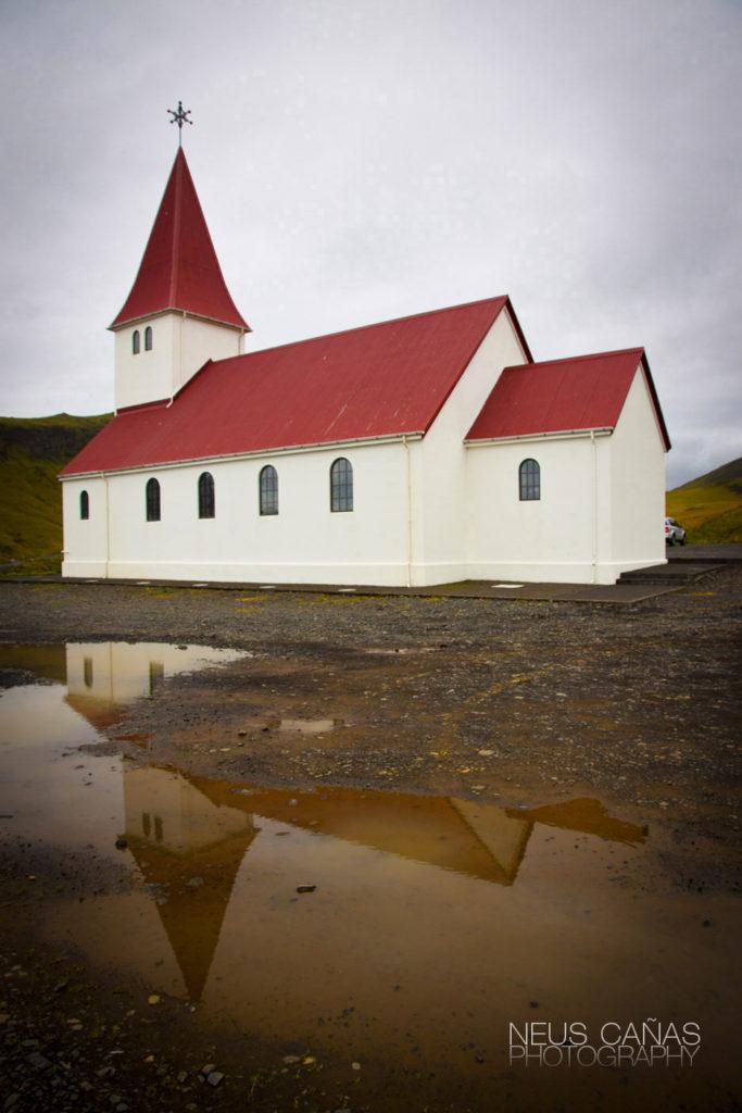 Iglesia de Vík. ©Neus Cañas.