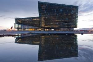 Centro cultural HARPA. El edificio emblématico de la recuperación islandesa. Ha sido terminado en plena crisis económica.