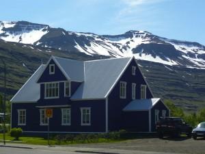 En Islandia hay casas rurales típicas de madera y de colores, en un entorno único.