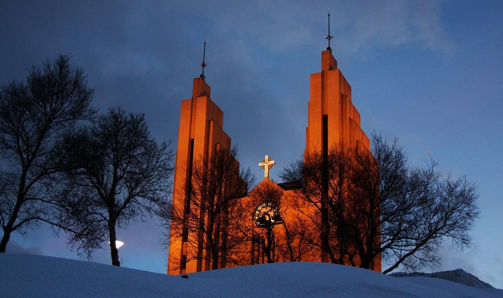 Iglesia principal de Akereyri, en lo alto de una colina que domina la ciudad.