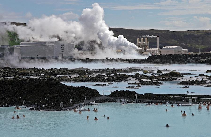 La Laguna Azul o Blue Lagoon es un balneario de paso obligado en Islandia. Sus aguas azul turquesa invitan al baño y al relax. Foto de Daniel Skoog.