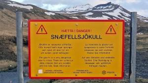 El respeto de las consignas de seguridad es indispensable en un viaje, más en Islandia. No se aventure fuera de los recorridos balizados.