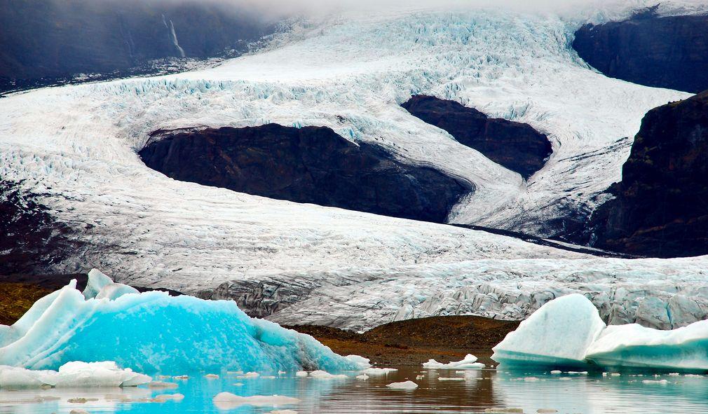 En la zona este de Islandia la carretera pasa junto a los grandes glaciares como el Vatnajökull. Foto de Mike St. Jean.
