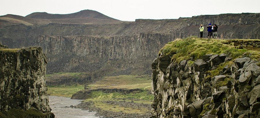Detifoss en el norte de Islandia. Acantilados y farallones tallados por el hielo, resultado de movimientos de placas. Foto de Salvaedit.