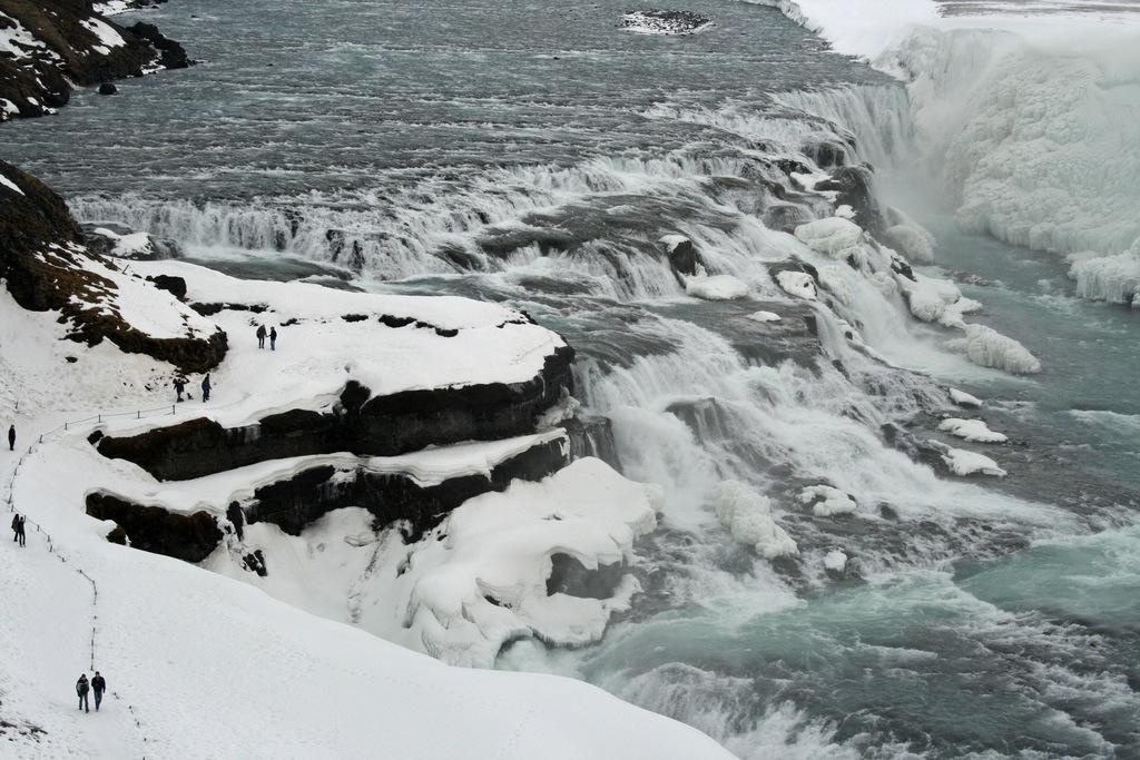 """Si pasan las vacaciones de Navidad en Islandia, no se pierdan la espectacular cascada de Gulfoss, que forma parte del llamado """"Círculo de Oro"""", una de las rutas turísticas más espectaculares del país ártico. Foto de claire.ashman."""