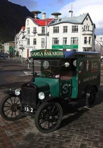 Calles y edicios de época, de otra época ya pasada pero que ha dejado su huella en Isafjordur.