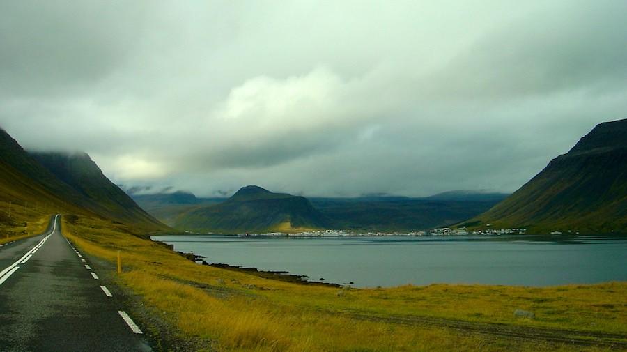 Panorama de los FIrodos del Oeste. Isafjordur al fondo. Foto de David Abresparr.