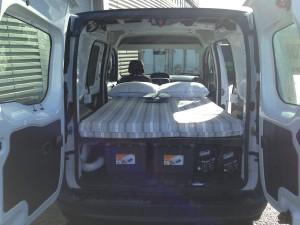 Las furgonetas Campervan permiten visitar Islandia y dormir en cualquier sitio.