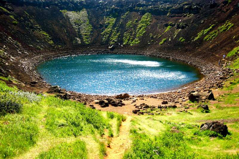 Caldera inundada del volcán Kerid. Un volcán reconvertido. Foto de Melissa Jane Ferrell.