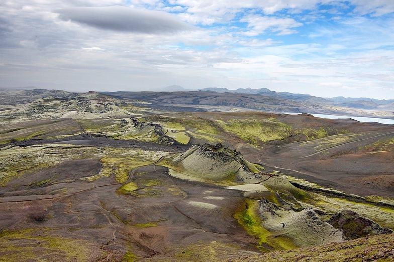 En la foto se observa bien la cresta de volcanes que fisura el paisaje de Lakagígar. Foto de Matti Nikaenen.