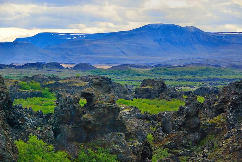 Los Castillos Oscuros (Dimmuborgir – Dark Castles), uno de los parajes encantados del norte islandés. Foto de Gudgun.