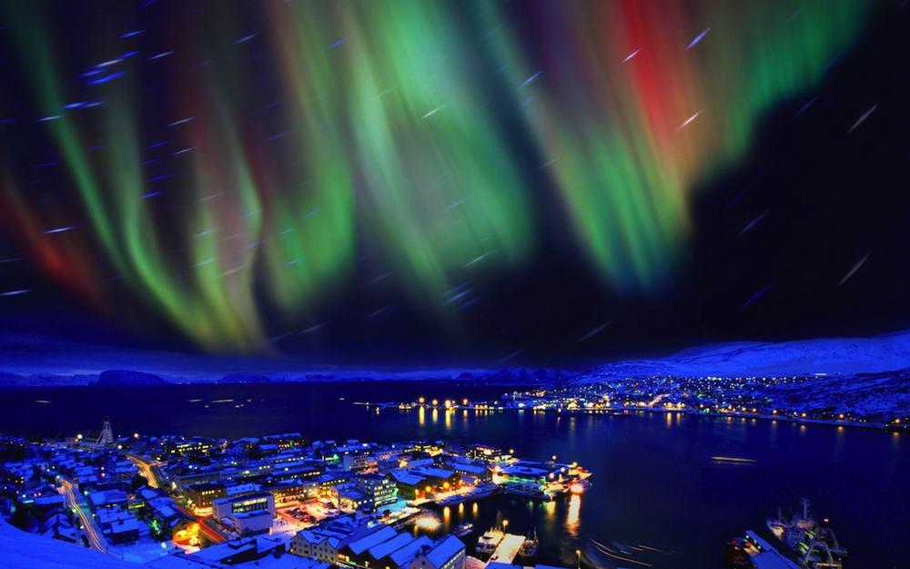 Las auroras sobrevuelan las ciudades, siempre que están no contaminen demasiado los cielos.